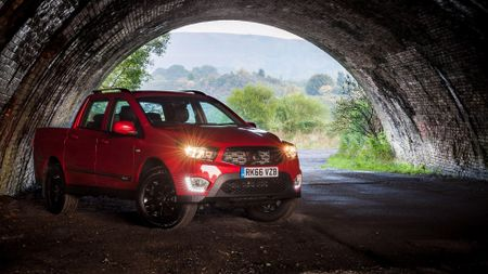 2016 Ssangyong Musso tunnel