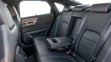 2015 Jaguar XF 2.0d 180 R-Sport