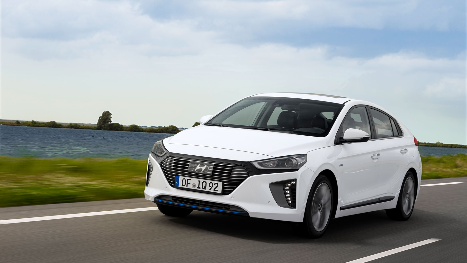 2016 Hyundai Ioniq Hybrid First Drive Review Auto Trader Uk